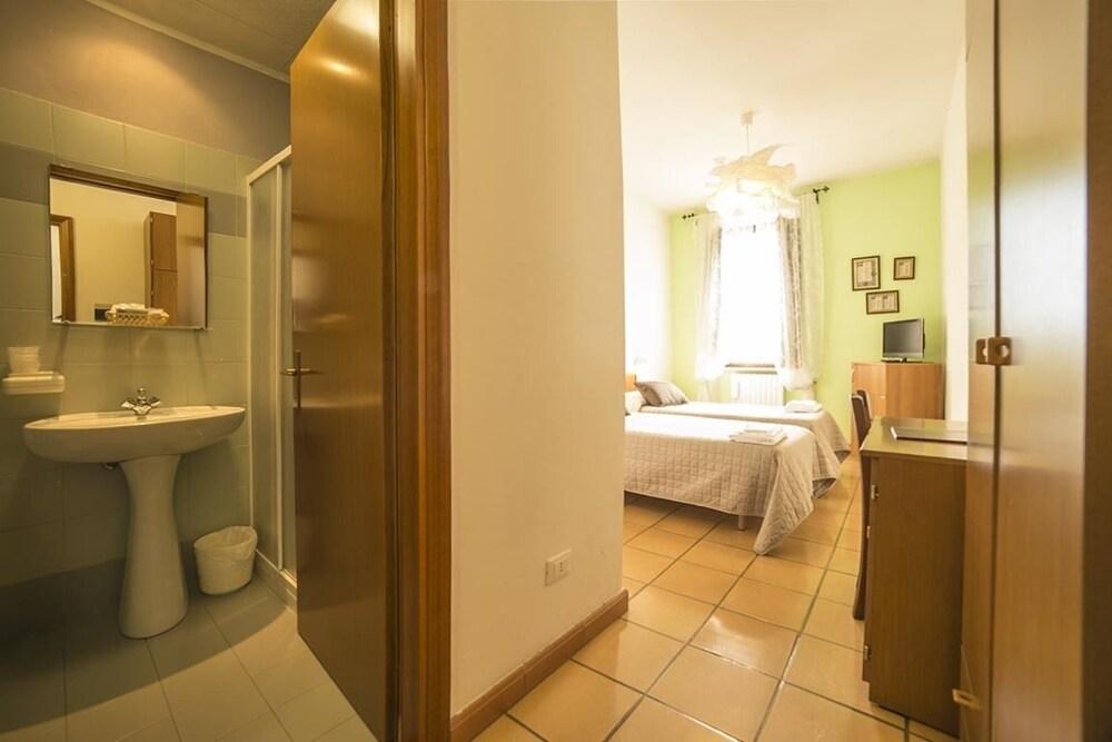 알베르고 안카자니(Albergo Ancajani) Hotel Image 16 - Bathroom
