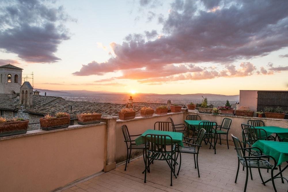 알베르고 안카자니(Albergo Ancajani) Hotel Image 2 - Balcony View
