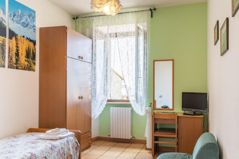 알베르고 안카자니(Albergo Ancajani) Hotel Image 9 - Guestroom