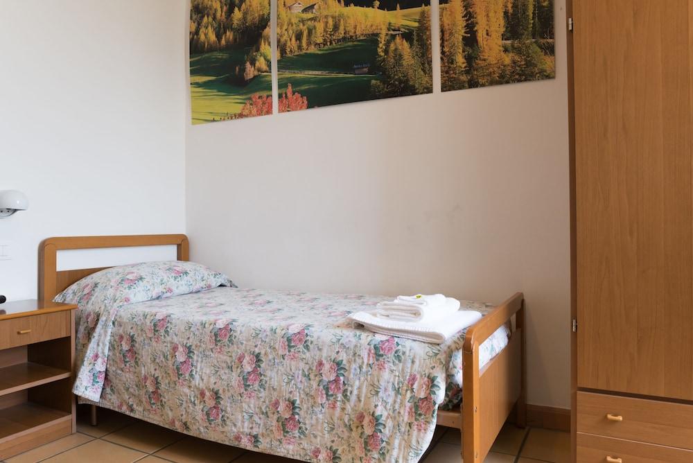 알베르고 안카자니(Albergo Ancajani) Hotel Image 11 - Guestroom