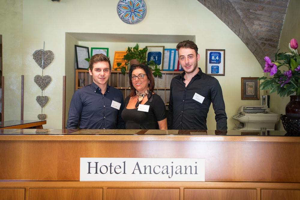 알베르고 안카자니(Albergo Ancajani) Hotel Image 14 - Reception