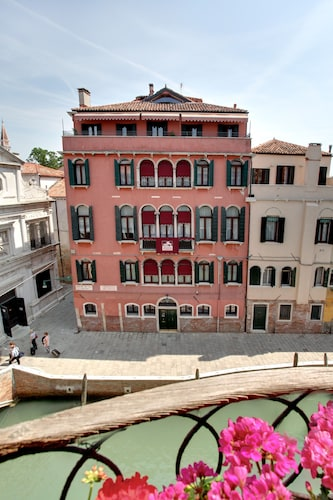 . Palazzo Schiavoni Suite-Apartments