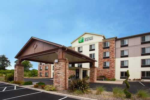 . Holiday Inn Express Hotel & Suites NEWPORT