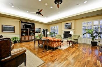 Lobby at Hampton Inn & Suites North Charleston-University Blvd in North Charleston