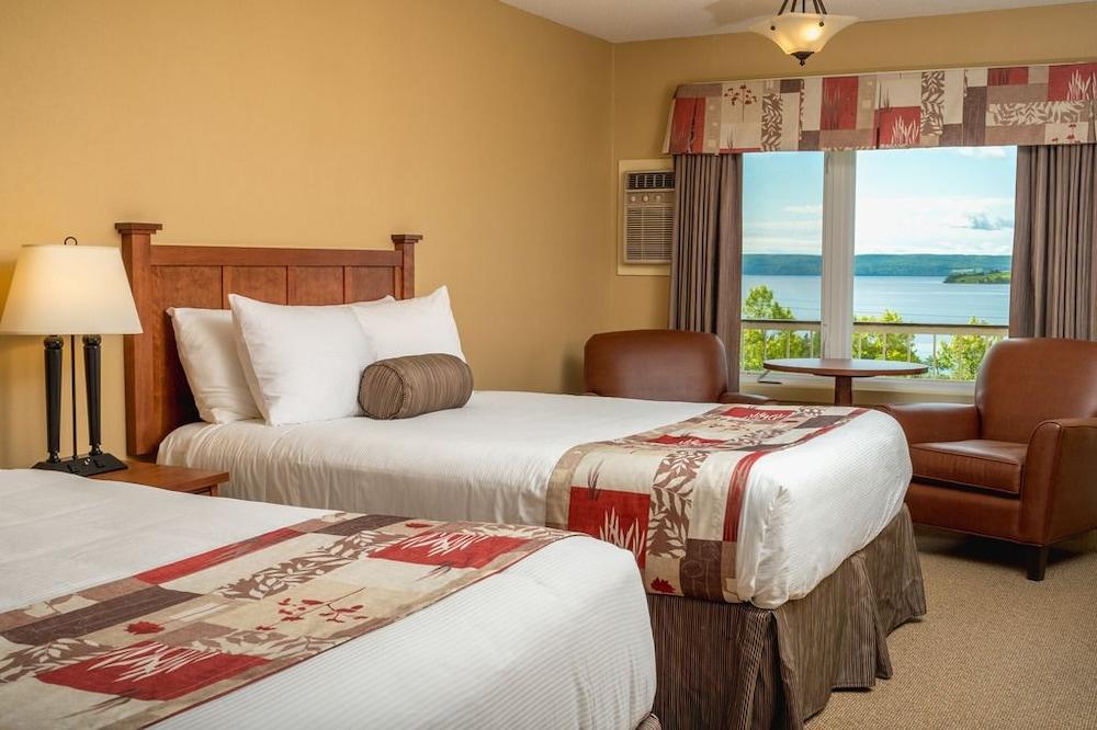 https://i.travelapi.com/hotels/3000000/2550000/2546800/2546717/75c755f8_z.jpg