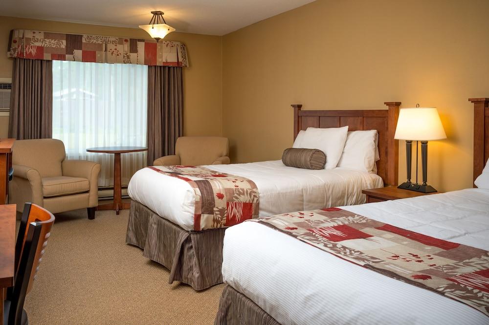 https://i.travelapi.com/hotels/3000000/2550000/2546800/2546717/a38e81b5_z.jpg