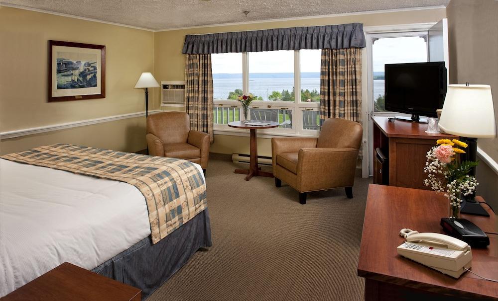 https://i.travelapi.com/hotels/3000000/2550000/2546800/2546717/f6608e87_z.jpg