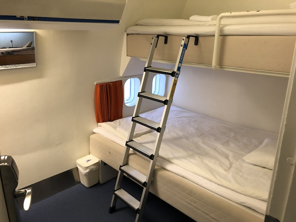 https://i.travelapi.com/hotels/3000000/2560000/2556000/2555912/19f970a0_z.jpg