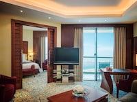 Junior Suite, Balcony, Partial Sea View (Club Lounge Access)