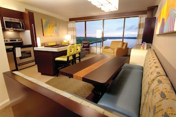 Room, 2 Bedrooms, Lake View