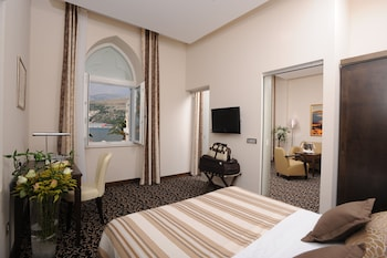 Superior Tek Büyük Yataklı Oda, Marina Manzaralı