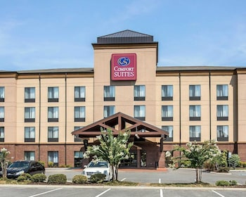Manchester Vacations - Comfort Suites Manchester - Property Image 1