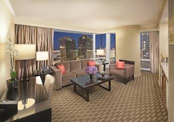 Center Suite Strip View