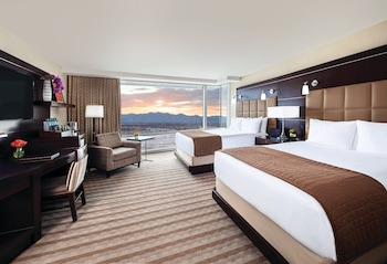 Resort Club Lounge - Two Queen Room
