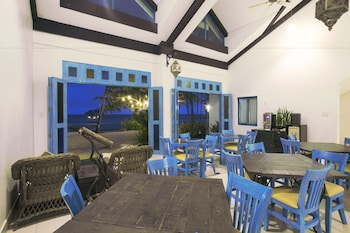 Microtel by Wyndham Puerto Princesa Family Dining