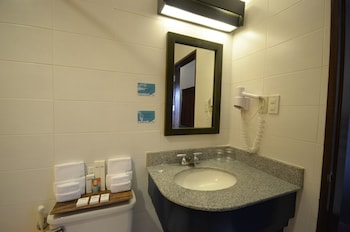 Microtel by Wyndham Puerto Princesa Bathroom