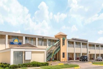 Days Inn & Suites by Wyndham Wichita East