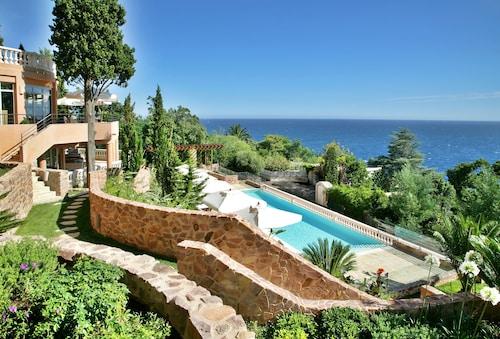 . Tiara Yaktsa Côte d'Azur