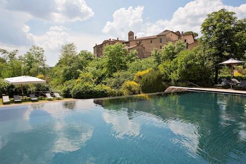__{offers.Best_flights}__ Castel Monastero