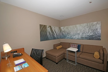 Guestroom at SpringHill Suites by Marriott Charleston N./Ashley Phosphate in North Charleston