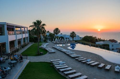 . Theo Sunset Bay Hotel