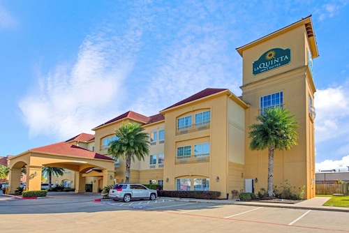. La Quinta Inn & Suites by Wyndham Port Arthur