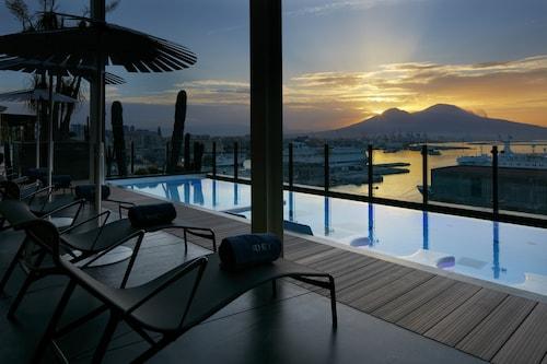 __{offers.Best_flights}__ Romeo Hotel