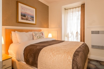Two Room with 1 King Bed and 1 Queen Bed