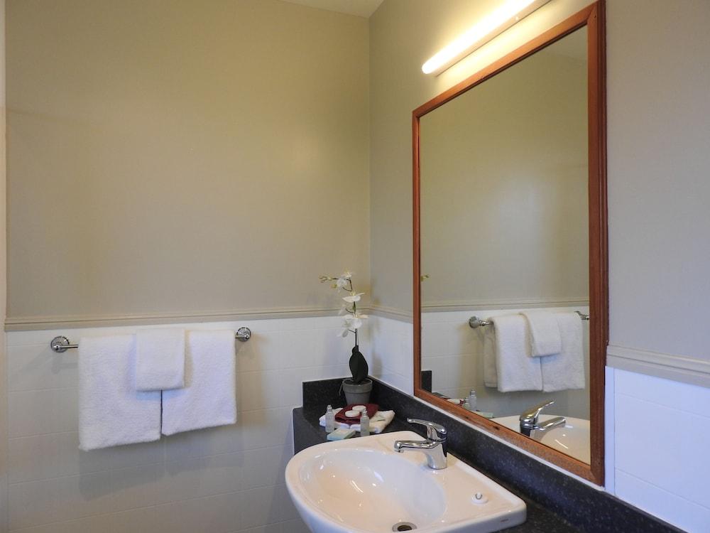 https://i.travelapi.com/hotels/3000000/2610000/2600500/2600463/7f0ef165_z.jpg