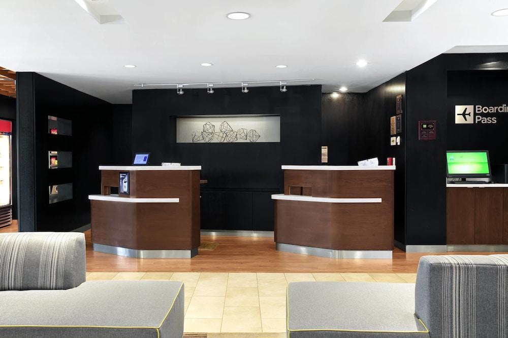 https://i.travelapi.com/hotels/3000000/2610000/2601600/2601591/3cc5b538_z.jpg
