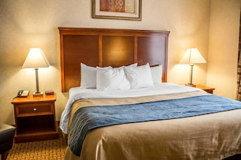 Akron Vacations - Comfort Inn And Suites Kent - Property Image 1