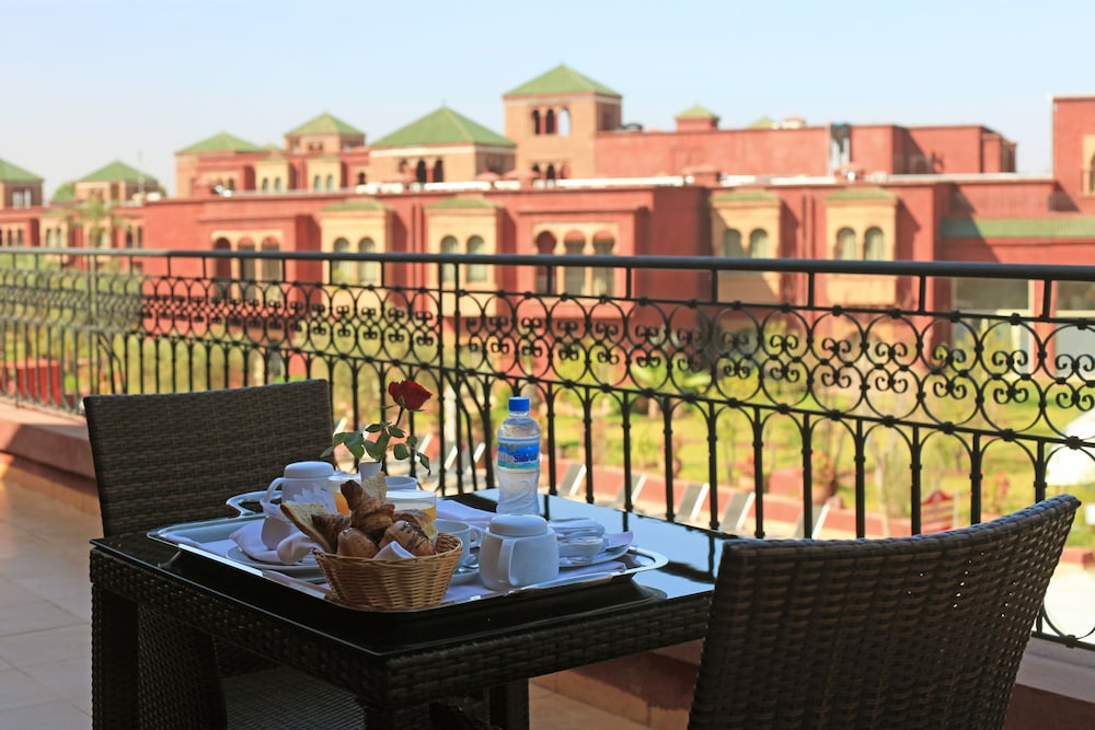 https://i.travelapi.com/hotels/3000000/2610000/2604600/2604518/00ea6c0f_z.jpg