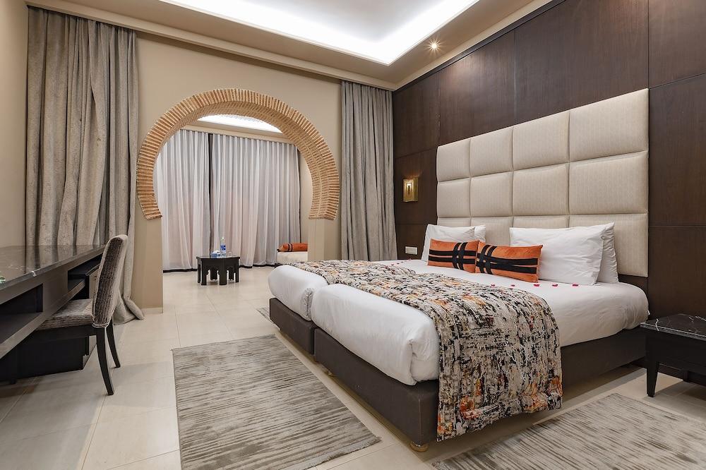 https://i.travelapi.com/hotels/3000000/2610000/2604600/2604518/1965d3df_z.jpg
