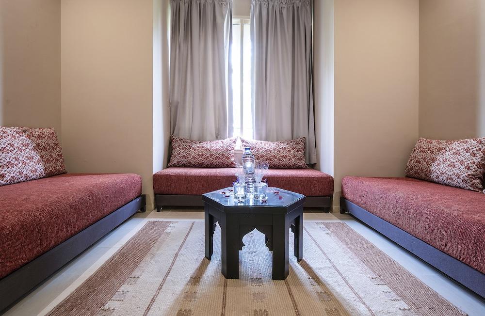 https://i.travelapi.com/hotels/3000000/2610000/2604600/2604518/547514f0_z.jpg