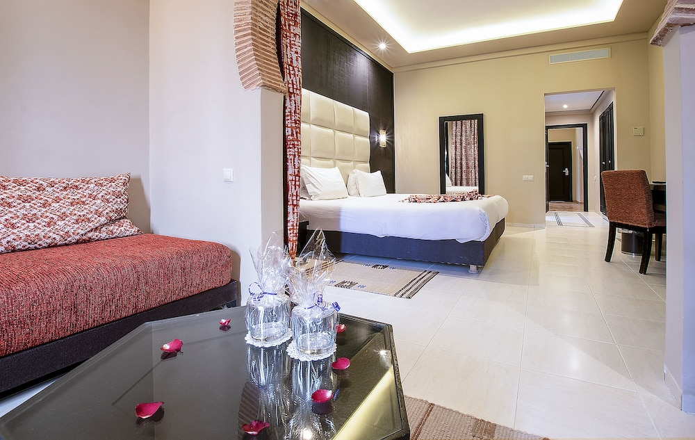 https://i.travelapi.com/hotels/3000000/2610000/2604600/2604518/66c2eff3_z.jpg