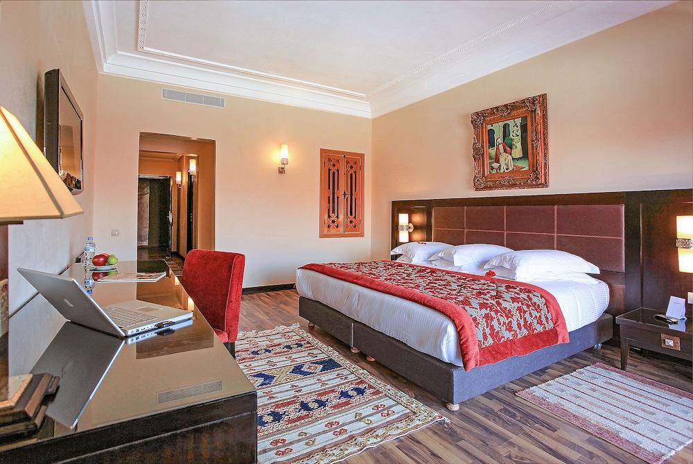 https://i.travelapi.com/hotels/3000000/2610000/2604600/2604518/82702347_z.jpg