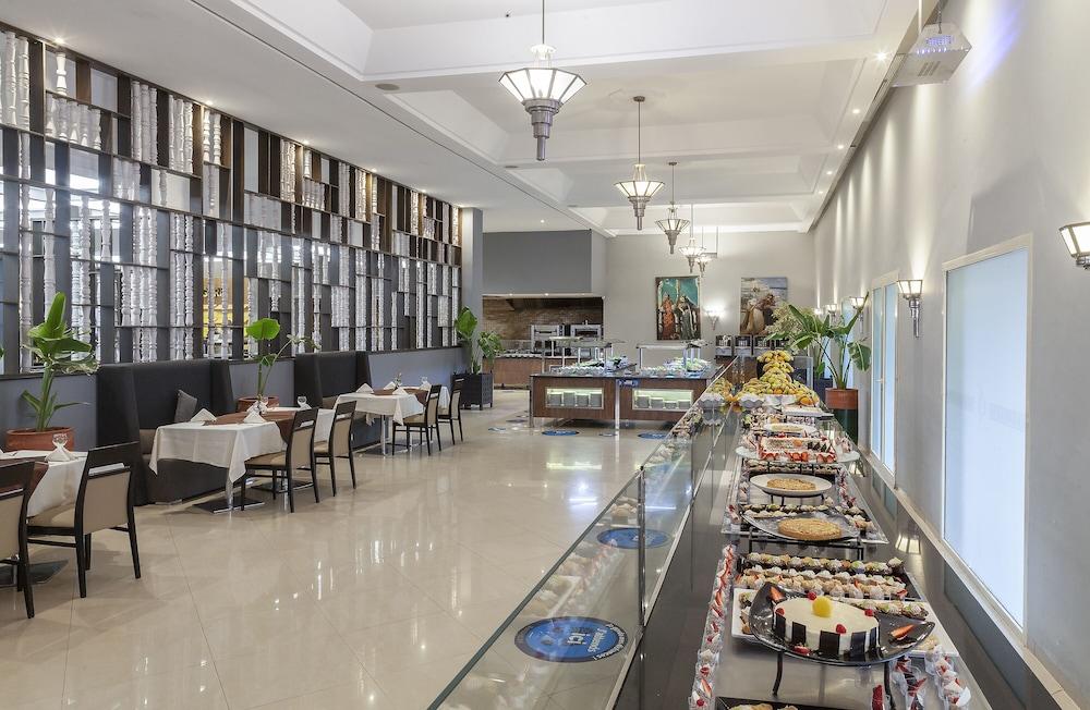 https://i.travelapi.com/hotels/3000000/2610000/2604600/2604518/99c480d6_z.jpg