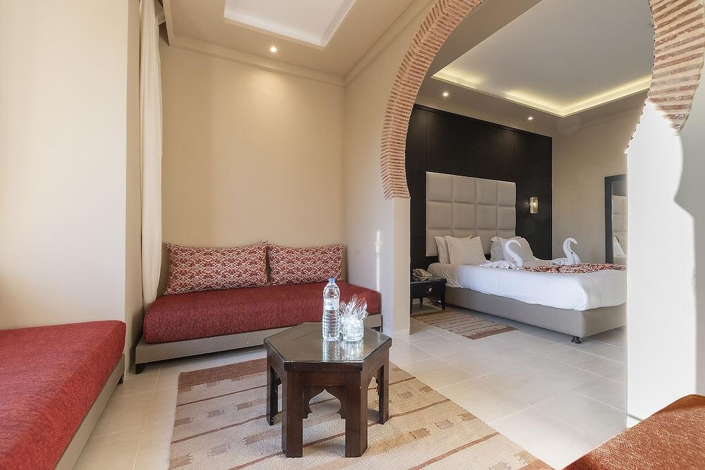 https://i.travelapi.com/hotels/3000000/2610000/2604600/2604518/a737b30c_z.jpg