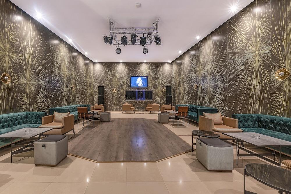 https://i.travelapi.com/hotels/3000000/2610000/2604600/2604518/c206973e_z.jpg