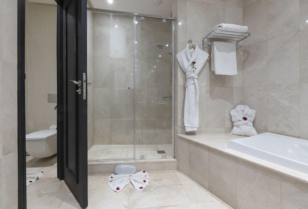 https://i.travelapi.com/hotels/3000000/2610000/2604600/2604518/d6d1ba0a_z.jpg