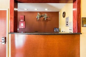 Econo Lodge Inn & Suites Little Rock SW photo
