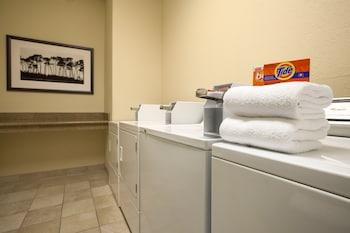 Country Inn & Suites by Radisson, Macon North, GA - Laundry Room  - #0