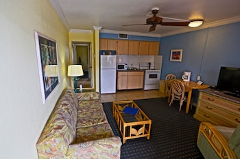 Apartment, 1 Queen Bed, Kitchen, No View (Across the street from Beach)