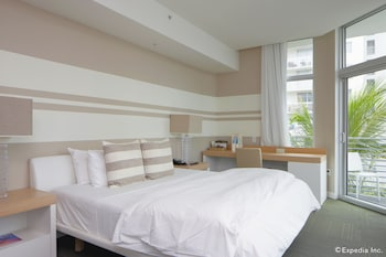 Deluxe Room, 1 King Bed, Partial Sea View