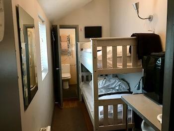 Twin Room, Ensuite (Small Bunk Room-Sleeps 2)
