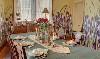 Hannibal Garden House Bed and Breakfast - Dining  - #0