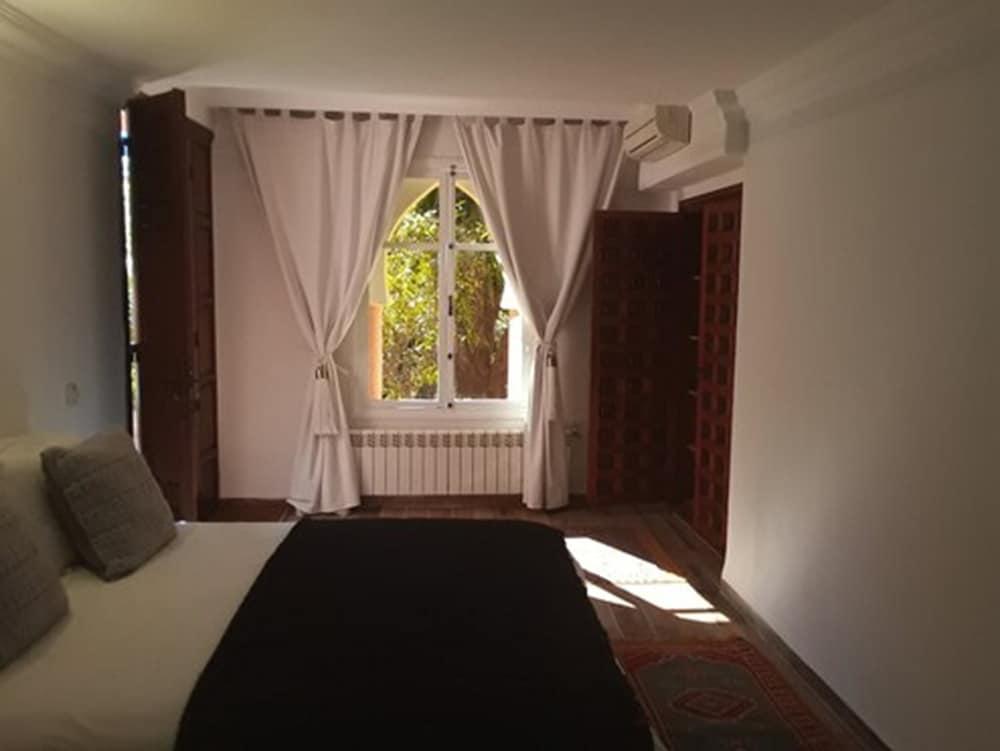 https://i.travelapi.com/hotels/3000000/2650000/2645700/2645687/be79e8b4_z.jpg
