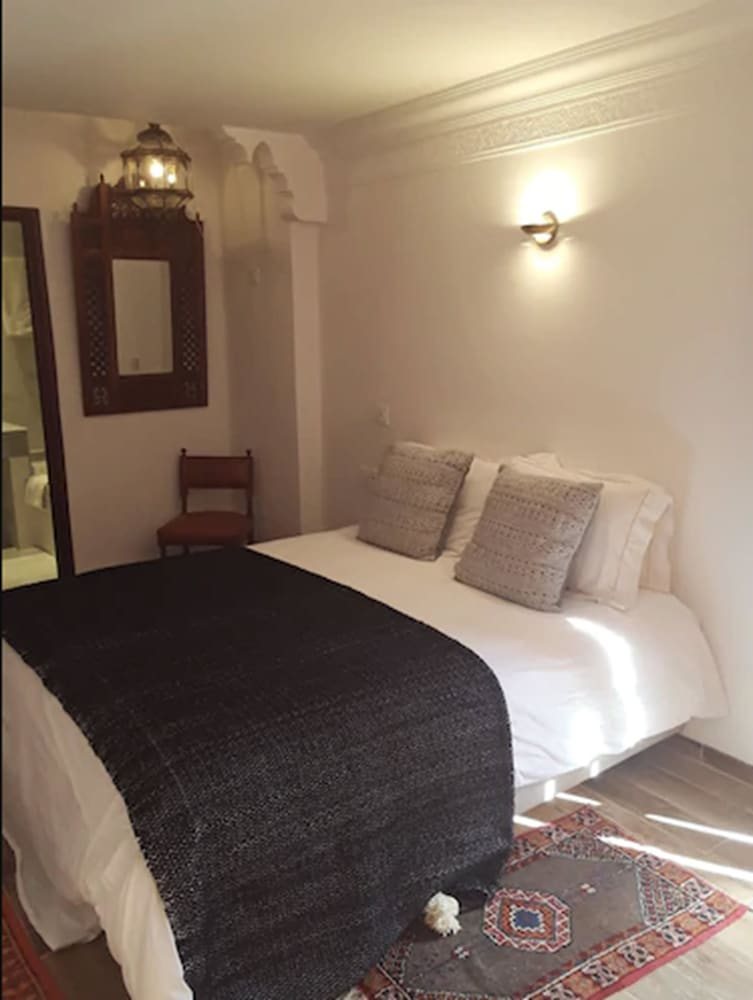 https://i.travelapi.com/hotels/3000000/2650000/2645700/2645687/c17344fe_z.jpg