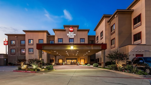 . Best Western Plus Texoma Hotel & Suites