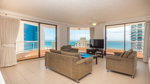 Aegean Apartments, Surfers Paradise